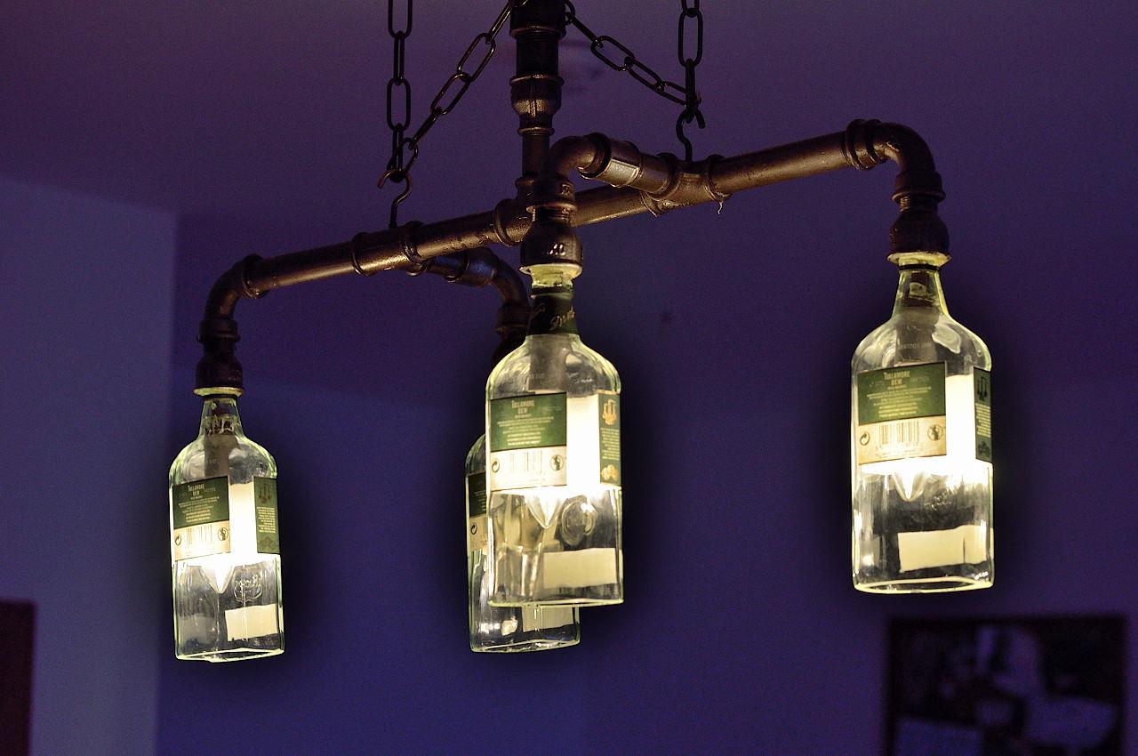 4 er h ngelampe aus rohre und tullamore dew flaschen. Black Bedroom Furniture Sets. Home Design Ideas